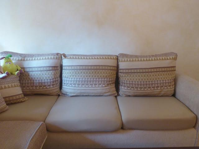 Rinnovare il divano coi copricuscini elasticizzati
