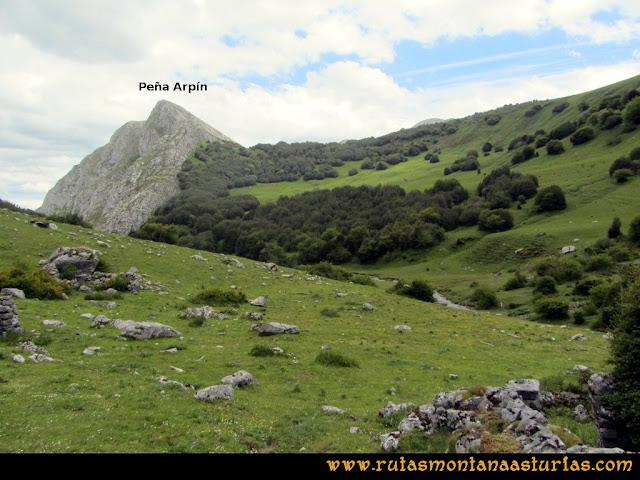 Ruta Lindes - Peña Rueda - Foix Grande: Vista de la Peña Arpín