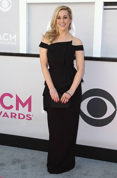 Kellie Pickler looked chic cma