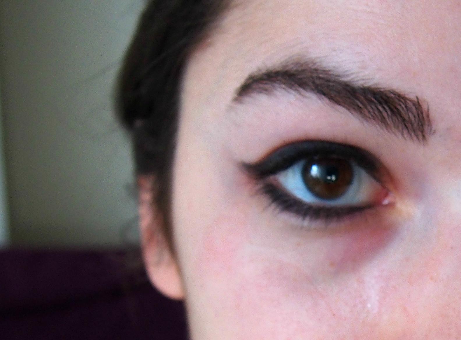 bottom eyeliner on eyes