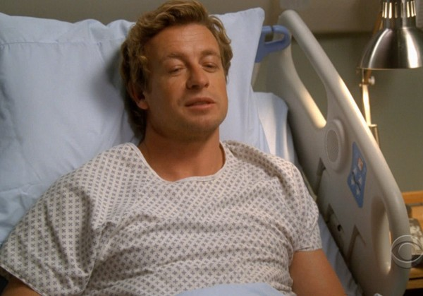 The Mentalist - Patrick Jane (Simon Baker) lies in hospital bed
