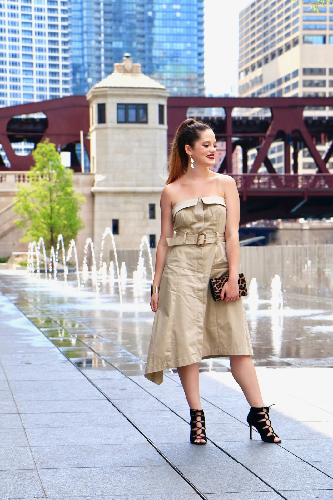NYC Fashion blogger Kathleen Harper wearing a khaki dress