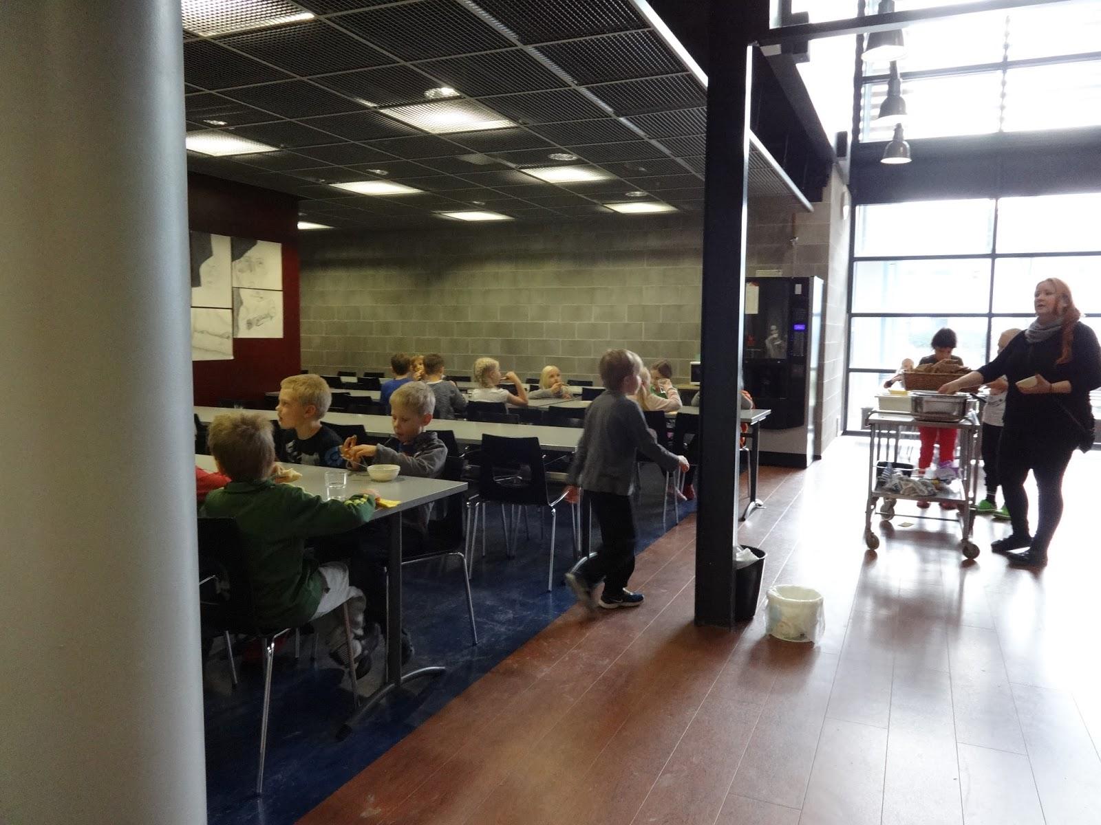 Otra ducacion una comida caliente al d a para todos for Comedores escolares en colombia