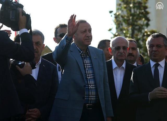 بالصور : الرئيس التركي رجب طيب #أردوغان يؤدي صلاة عيد الفطر