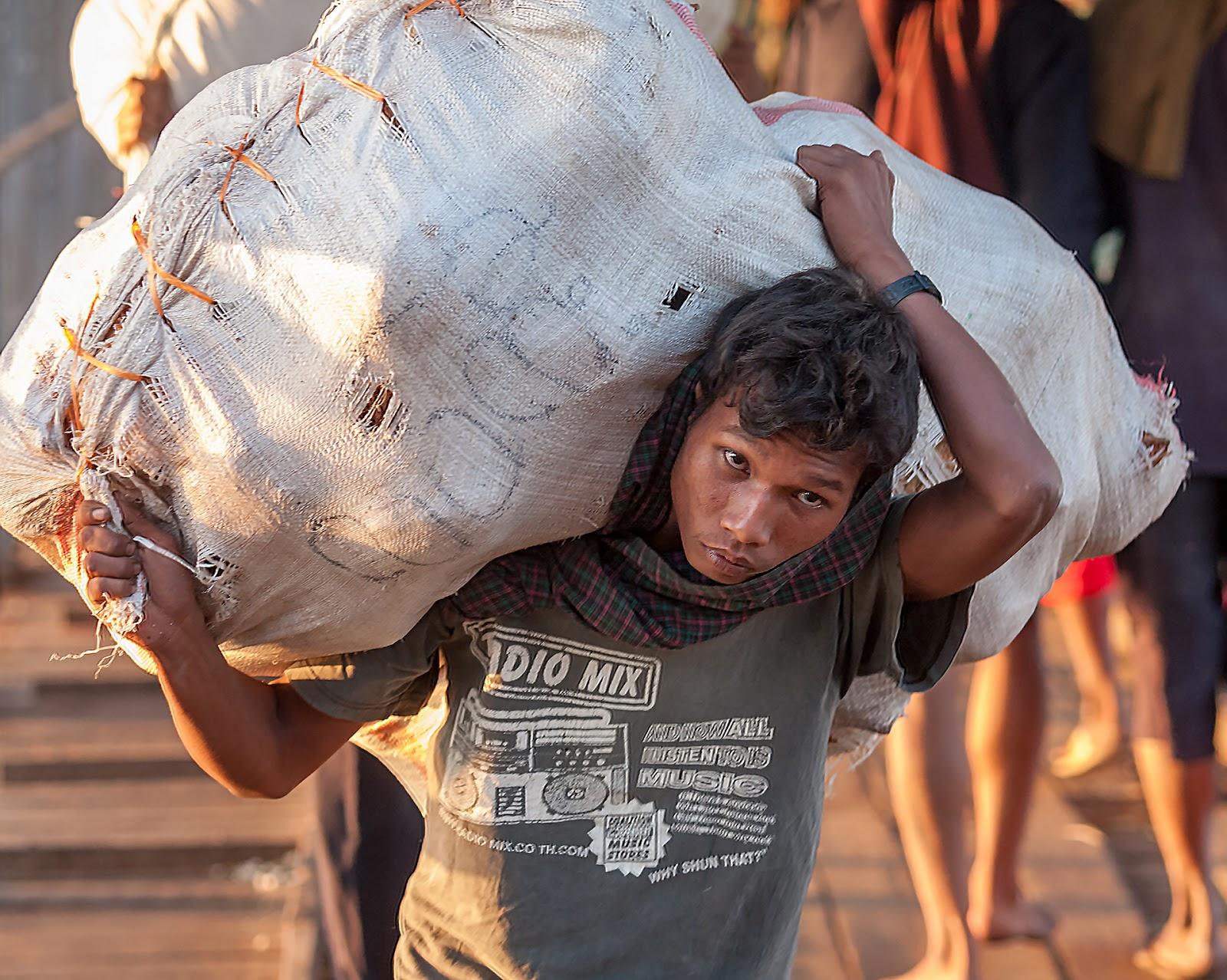 Myanmar-Na ulicach Yangon cz.1 - Port w Yangon
