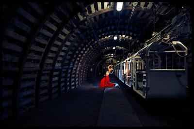 """Fotografie do monodramu pt. """"Nazywam się Barbara"""" w Zabytkowej Kopalni Guido w Zabrzu. fot. Łukasz Cyrus, Ruda Śląska"""
