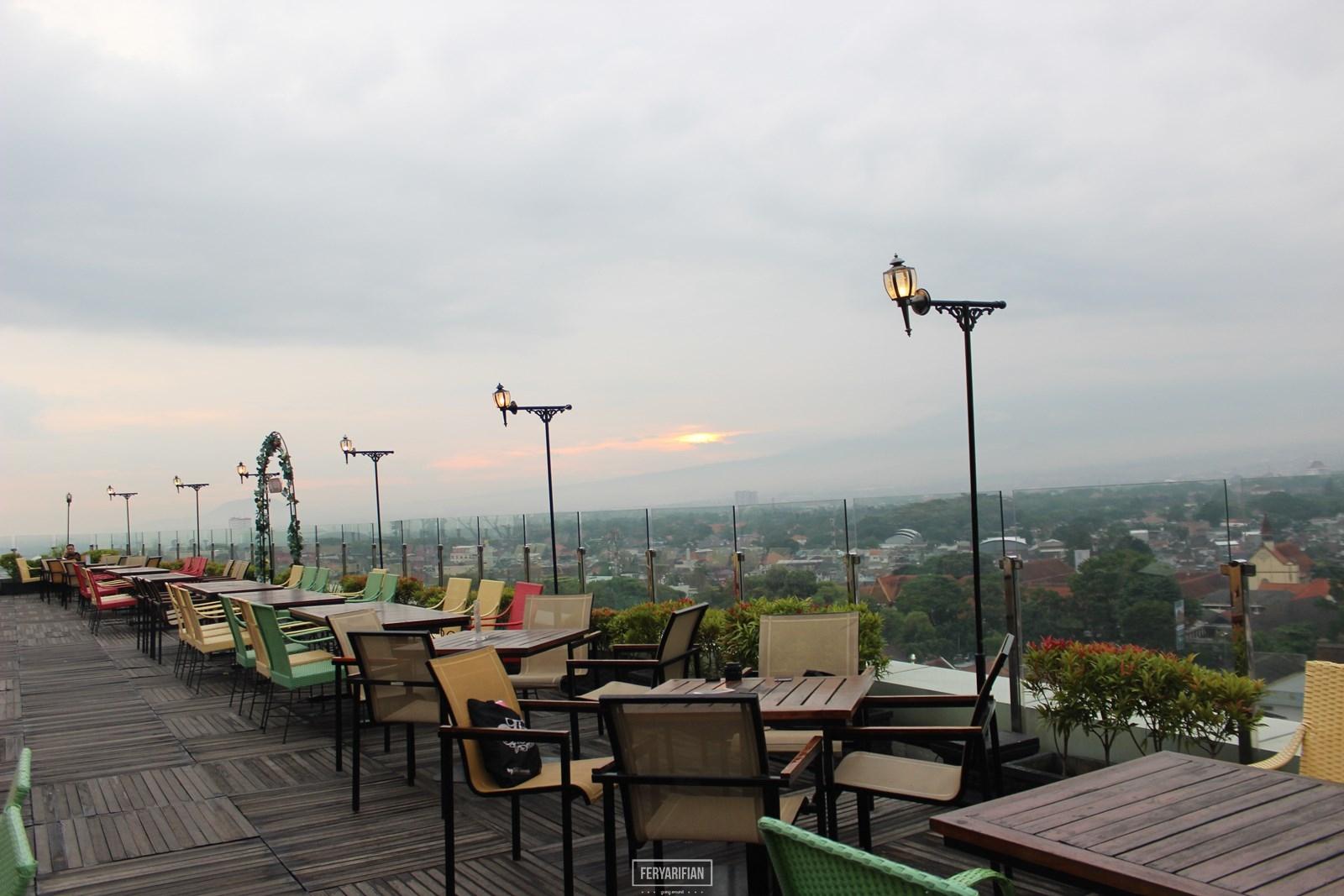 Sky Room The 101 Oj Hotel Menikmati Sunset Dari Lantai 12 Fery Arifian