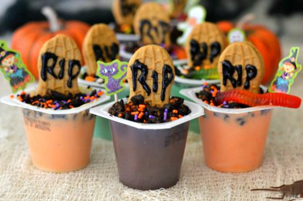 Easy Halloween Graveyard Pudding Cups from Flour on My Face