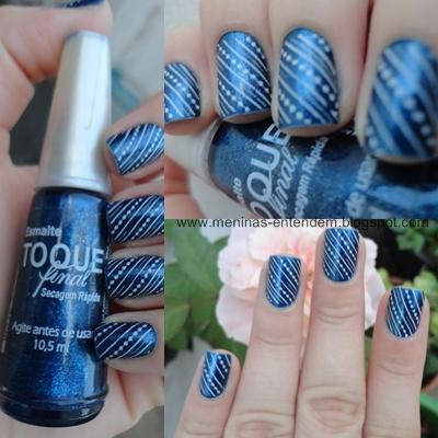 Esmalte azul metálico com carimbada branca