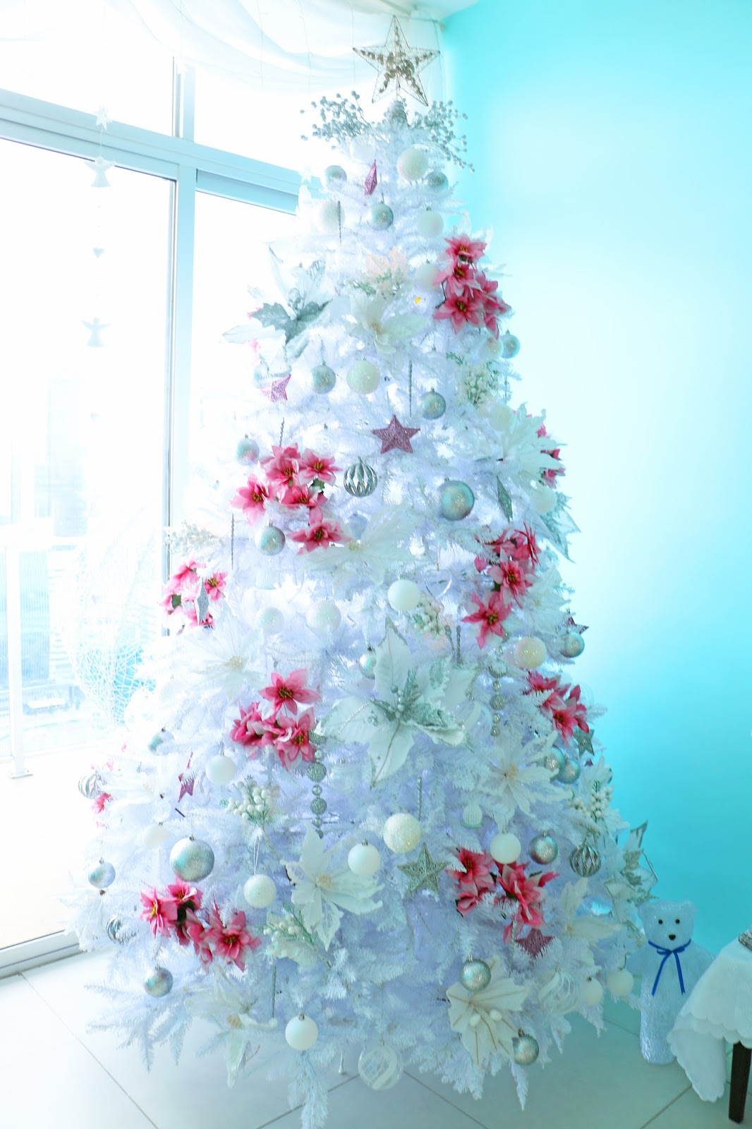 How to celebrate a Pink and White Christmas