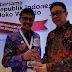 Gubernur Sumbar Terima Anugerah Tokoh Perintis Pers Indonesia