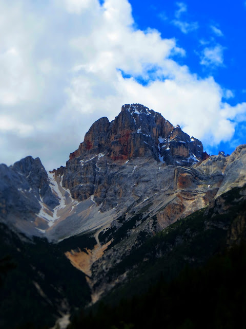 Dolomites rocks color