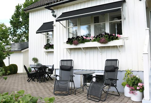 Vitt Hus Med Vita Knutar En Andra Chans