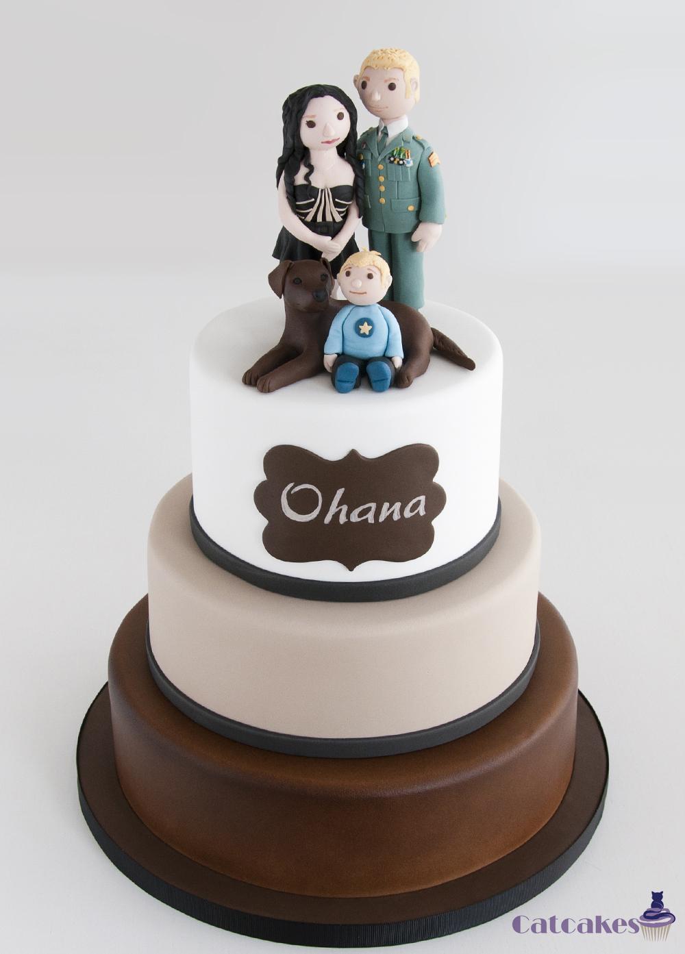 Tarta de boda con figuras personalizadas