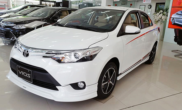 Sau khi giam gia, nhieu phien ban cua Toyota Vios co muc gia 400-500 trieu dong