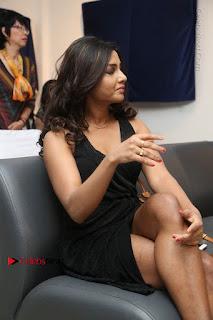 Telugu Actress Kamna Singh Stills in Black Dress at Bharat Thakur Art Exhibition Launch  0168.jpg