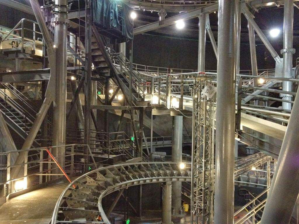 46 Unbelievable Photos That Will Shock You - This Is What Space Mountain Looks Like With the Lights On