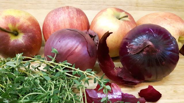 Zutaten: Äpfel, rote Zwiebeln, frischer Thymian