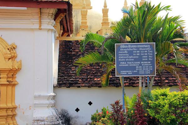 Überprüfen Zeitplan und Pha That Luang