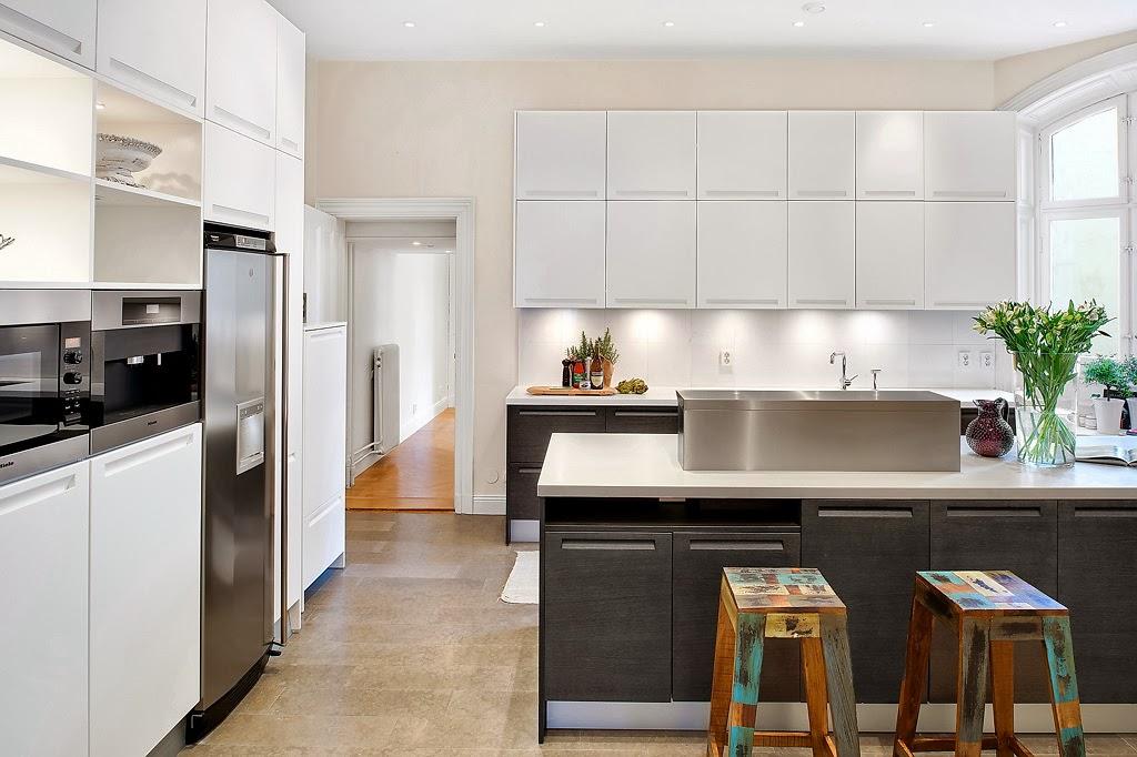 Klasyczny, elegancki salon i nowoczesna kuchnia - wystrój wnętrz, wnętrza, urządzanie domu, dekoracje wnętrz, aranżacja wnętrz, inspiracje wnętrz,interior design , dom i wnętrze, aranżacja mieszkania, modne wnętrza, styl klasyczny, styl nowoczesny, nowoczesna kuchnia, projekt kuchni
