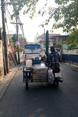 バンコクのバイク屋台