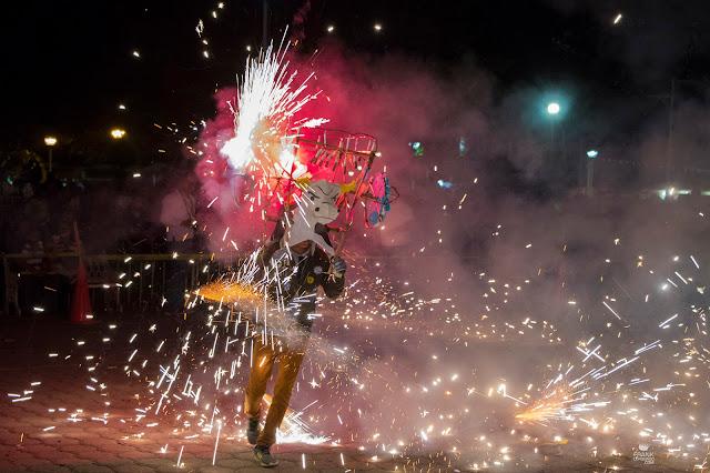 Quema de torito de pirotecnia en fiesta de Oaxaca