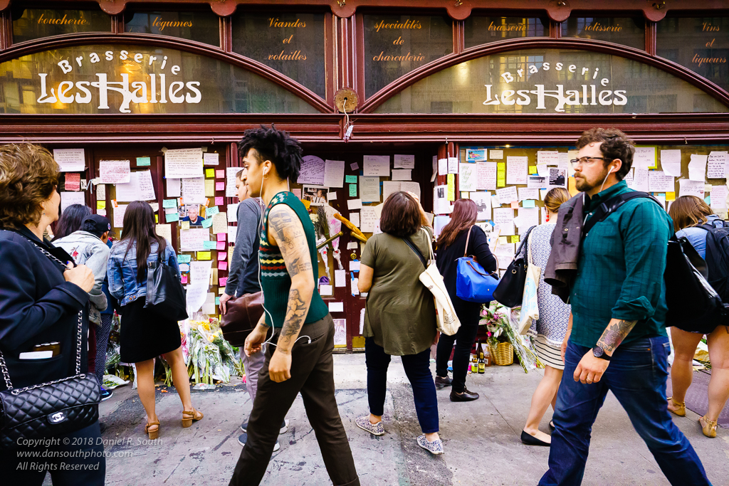 a photo of a makeshift Memorial to Anthony Bourdain at Brasserie Les Halles New York