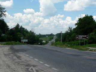 Клевань. Указатель на трассе и поворот на Замковую улицу