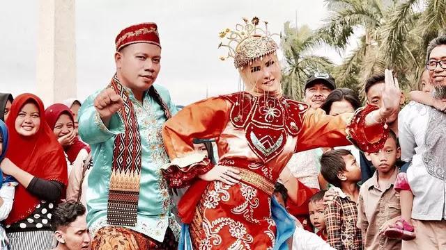 Pernikahan Angel Lelga dan Vicky Prasetyo Ditertawakan, Kenapa?