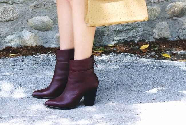 Tan ostrich handbag.Burgundy Fullah Sugah leather booties.Burgundi kozne cizmice.