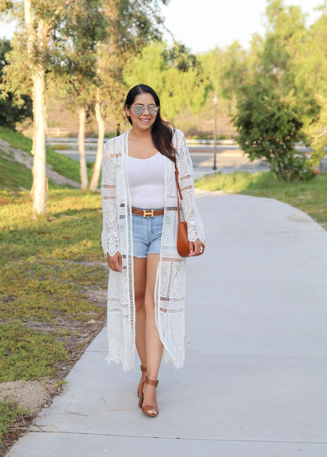 quay high key sunglasses, how to wear a white kimono, cool and casual summer outfit