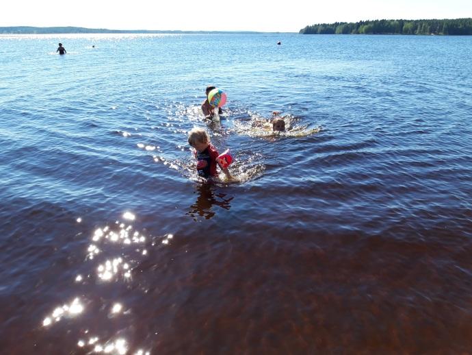 Lasten kanssa Iisalmen kaupungin uimarannalla