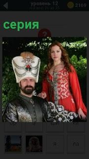 Фрагмент из турецкого исторического телесериала, где мужчина сидит а девушка рядом стоит