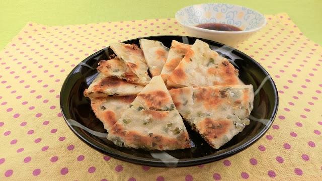 台湾屋台食べ歩き人気メニュー!葱油餅(ツォンヨゥピン)のレシピ・作り方