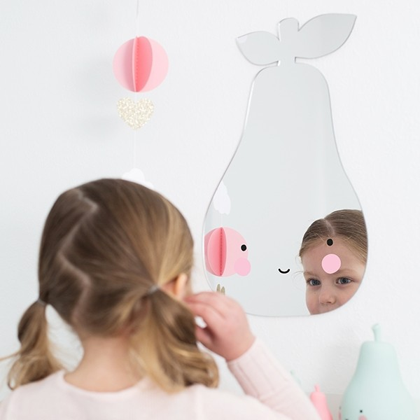Decorilumina los preciosos espejos infantiles de a little for Espejos infantiles