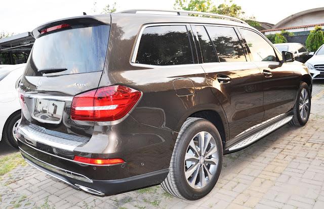 Mercedes GLS 400 4MATIC có Chụp ống xả kép mạ chrome cực sang trọng và quý phái