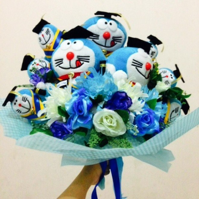 Buket Bunga Dan Boneka Wisuda Doraemon Lucu