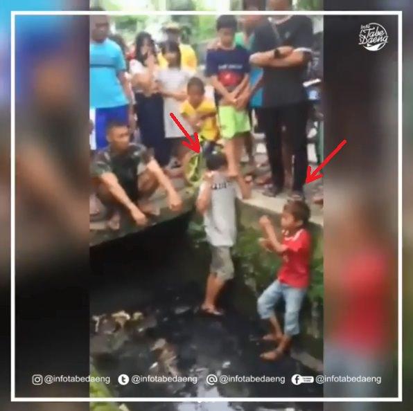 Anak-anak ini Dihukum Cuci Muka Dan Masuk Air got Oleh Warga, Wajar kah?
