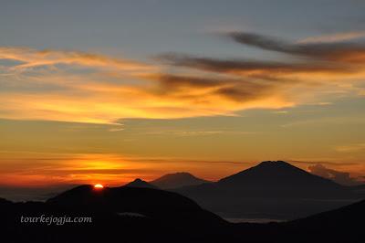 Matahari Terbit di Sikunir