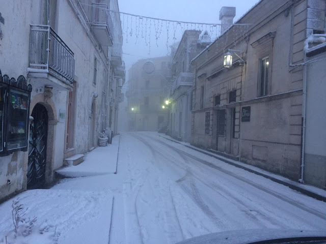 Nuova ondata di freddo, gelo e neve. A Monte Sant'Angelo non c'è tregua [VIDEO e FOTO]
