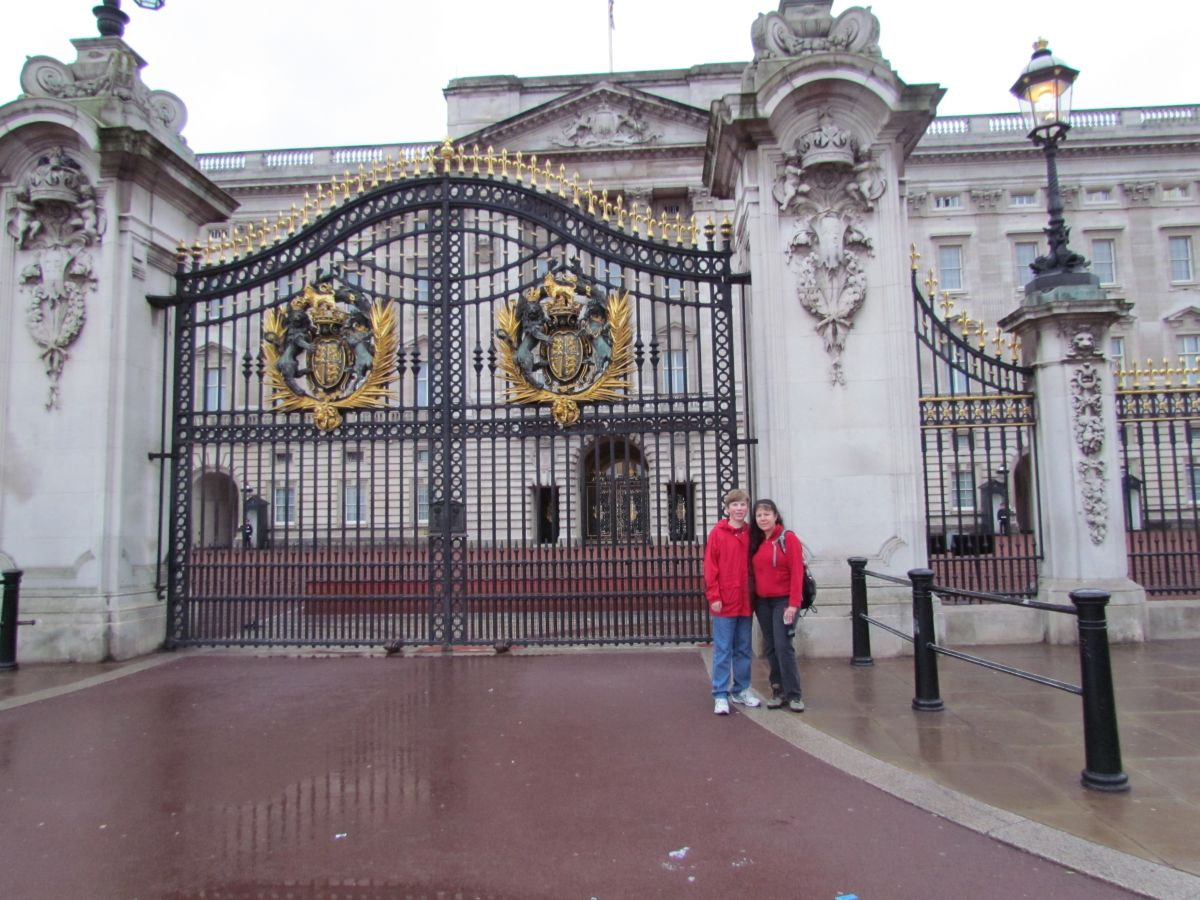 Mercedes Benz Westminster >> Travels with Bryan: London - Buckingham Palace and Lion King