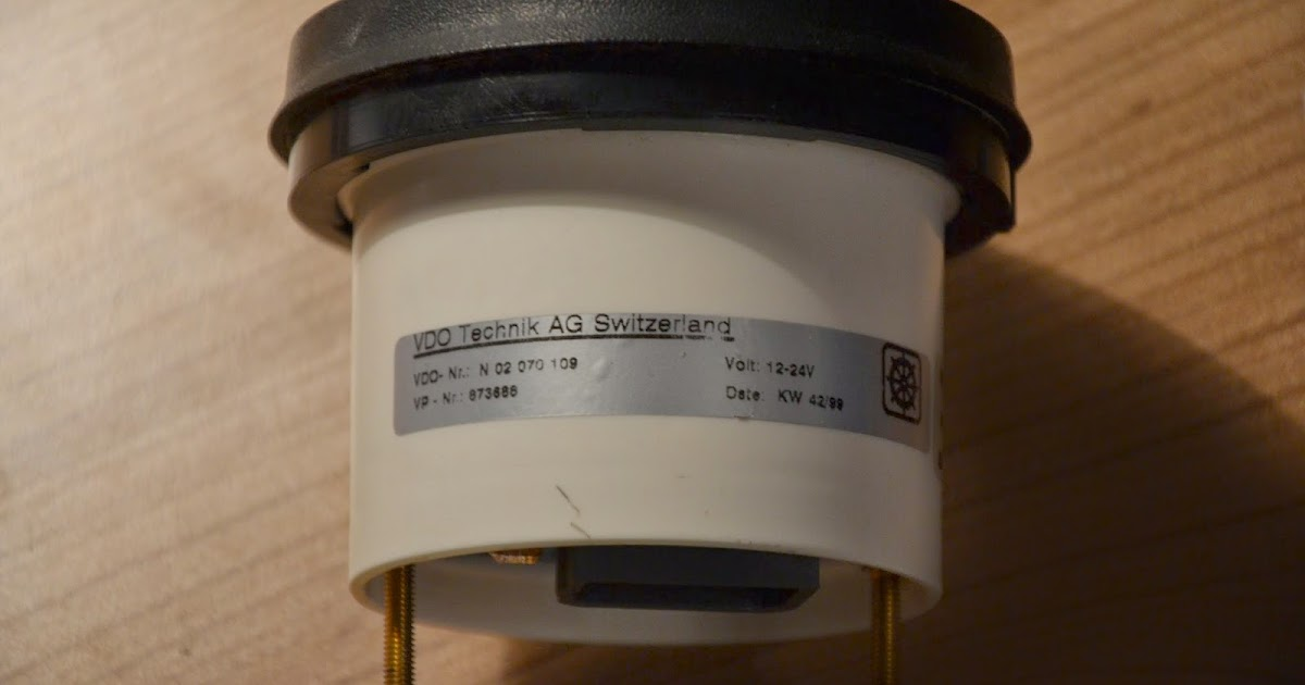 We sail Phobos 21: Replace Volvo Penta LCD hour meter