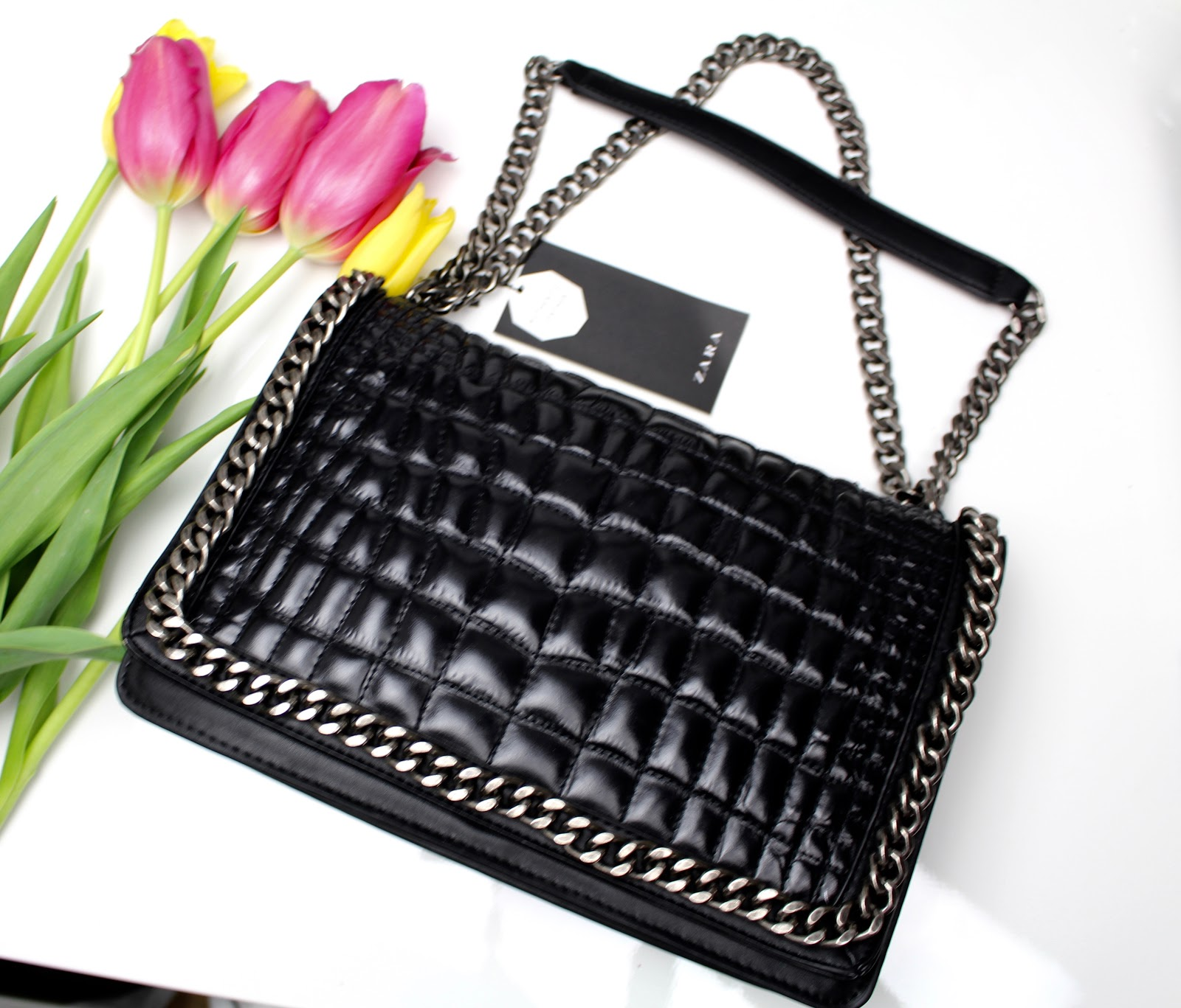 9b3bb5629d I always wanted to have a CHANEL BOY BAG but it's way too expensive so  here's a very good dupe for it. This black embossed Chain-City-Bag is made  of real ...