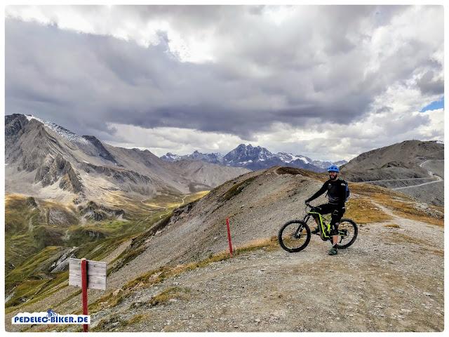 Am Saalaser Kopf wählen wir auf unseren BH Bikes eMTBs die Abfahrt auf die schweizer Seite.