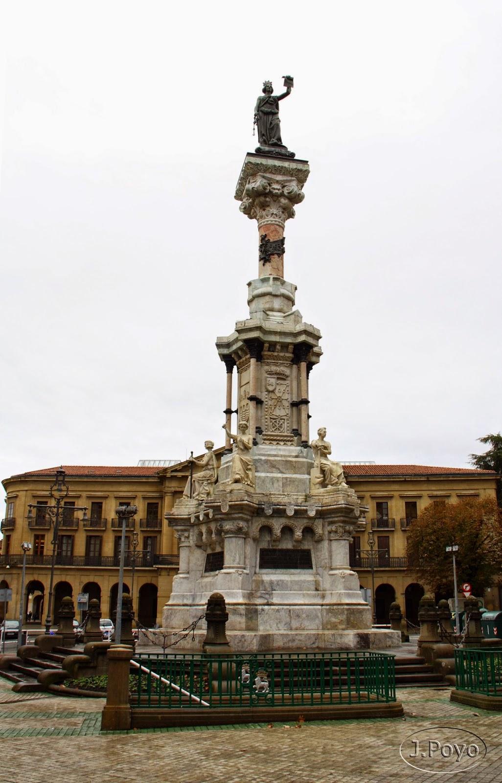 Monumento a los fueros de Pamplona