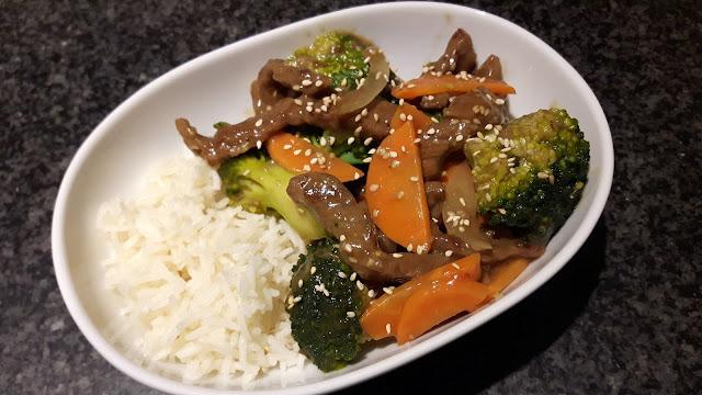 Rindfleisch-Reis-Pfanne mit Brokkoli