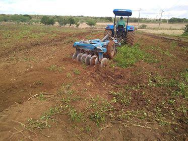 Mais de 4 Mil tarefas de terras já foram aradas pela Prefeitura de Delmiro Gouveia em 2018