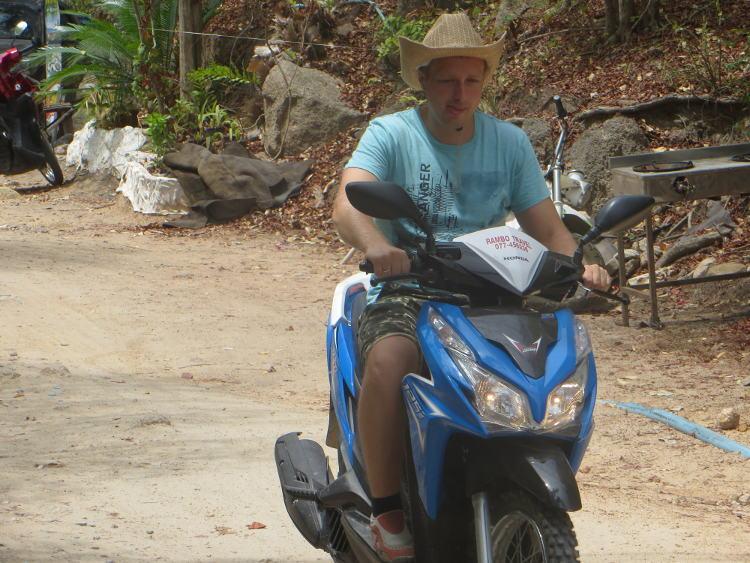 Honda Click с внедорожной резиной