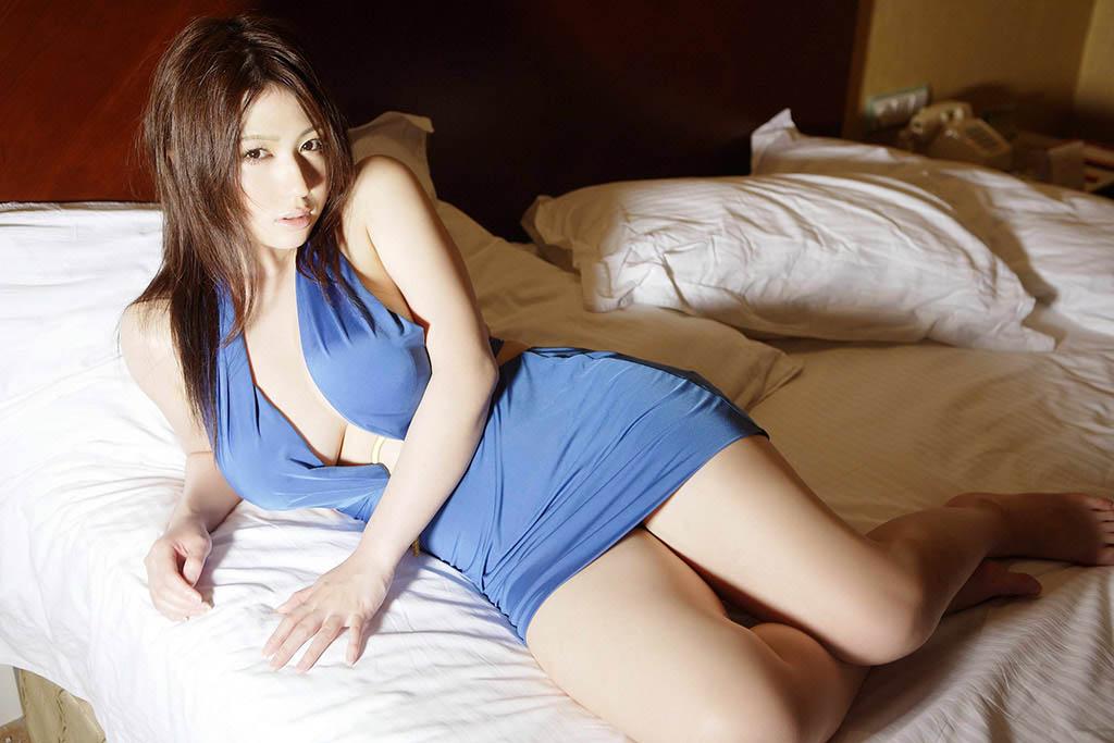 nonami takizawa hot cleavage pics 01