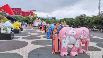 foto-bersama-gajah-imut